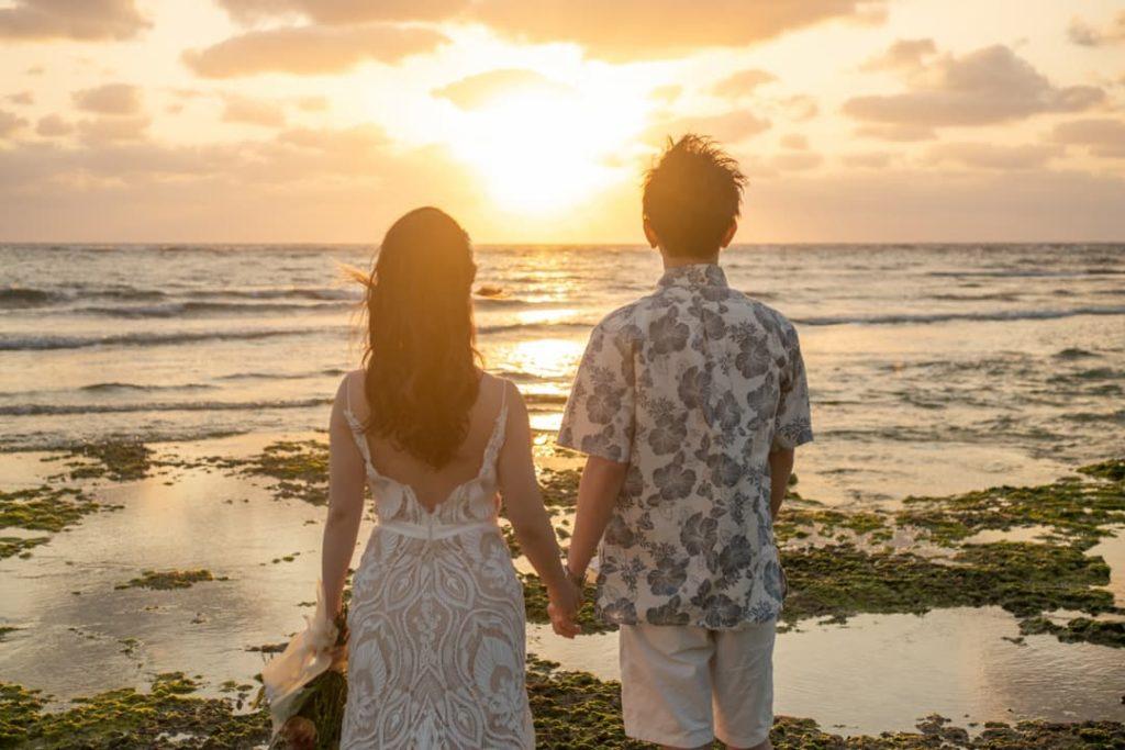 沖縄県読谷村の秘密のビーチ(サンセット)でのブライダルフォト