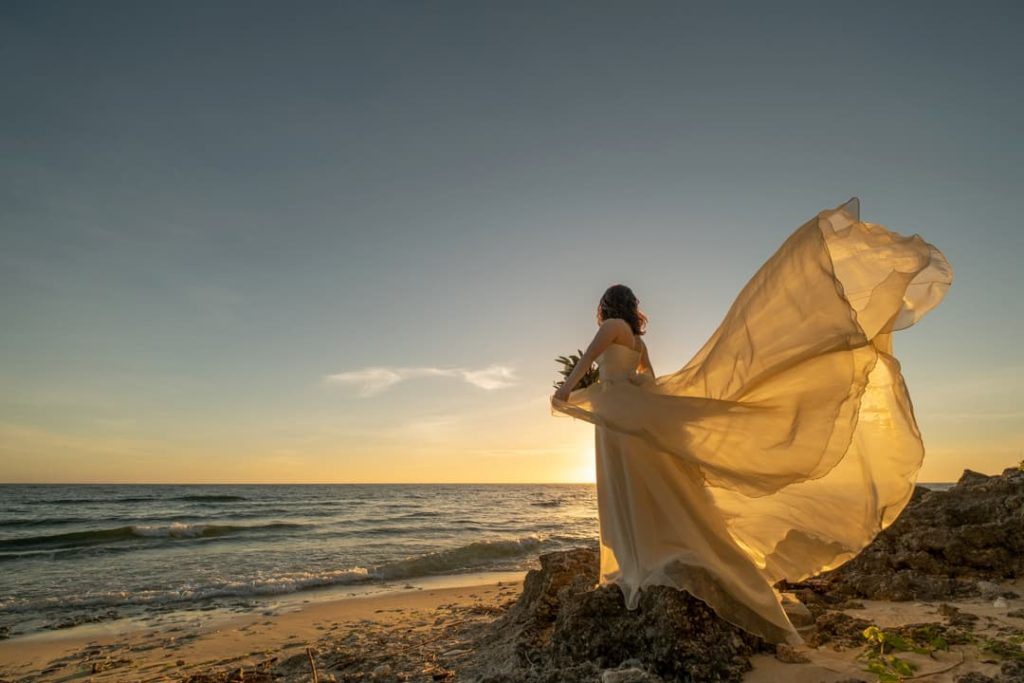 沖縄でフォトウェディングを企画撮影するphoto studio ouchiのオリジナルウェディングドレス