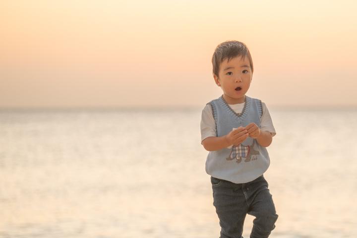 沖縄でのビーチファミリーフォト(サンセット)