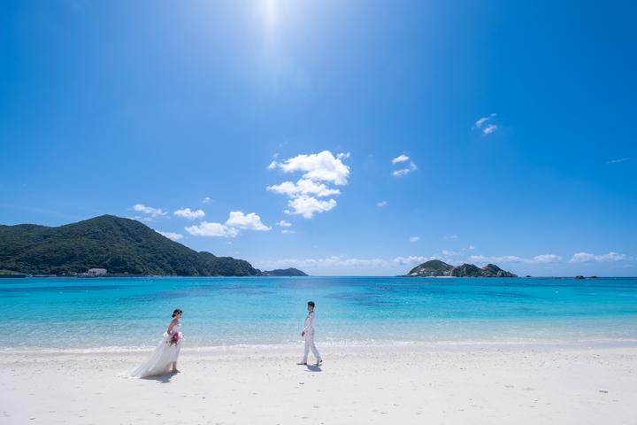 慶良間諸島の渡嘉敷島(阿波連ビーチ)でのフォトウェディング(ビーチフォト)